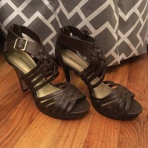 NWOT Madden Girl Brown Faux Leather Strappy Heel